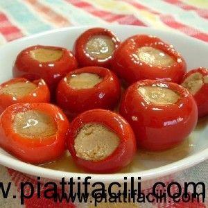 Ingredienti:500gr. di peperoncini freschi piccanti500gr. di tonno al naturale in scatola100gr. di acciughe sotto sale50gr. di capperiaceto...