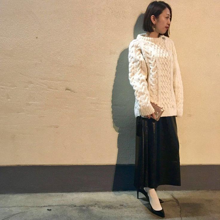 ARTESANIA knit       ¥19,000+tax(ARTESANIA) skirt      ¥150,000+tax(SIMON MILLER) shoes    ¥20,000+tax bag       ¥12,500+tax(Anna Cecere)