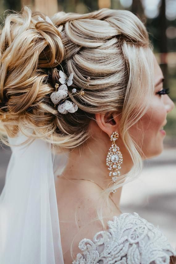 Pin By Emily R On Wedding Hairstyle Ideas In 2020 Gold Hair