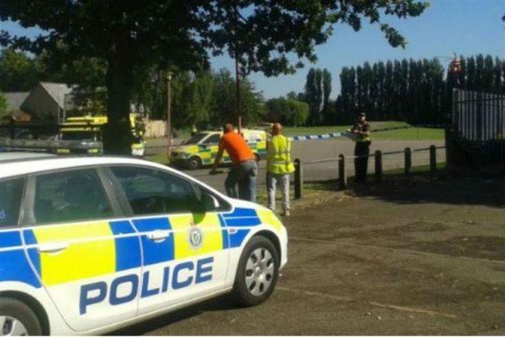 Duas mulheres e um homem morreram, esta manhã, num complexo de piscinas, em Spalding, em Inglaterra, vítimas de disparos de uma arma de fogo.