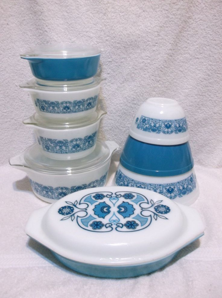 13 Pcs Pyrex Horizon Blue Mixing Bowls Casseroles and Lids