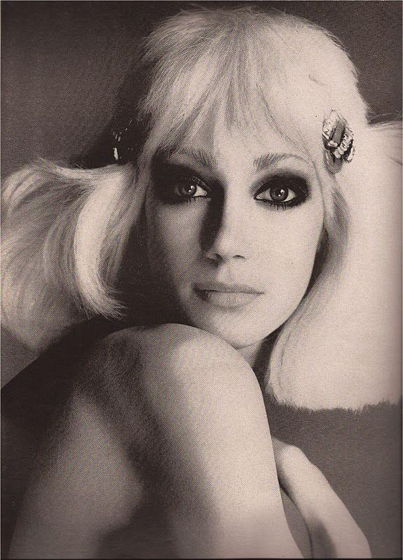Marisa Berenson Larry Aldrich Richard Avedon Vogue April 1972