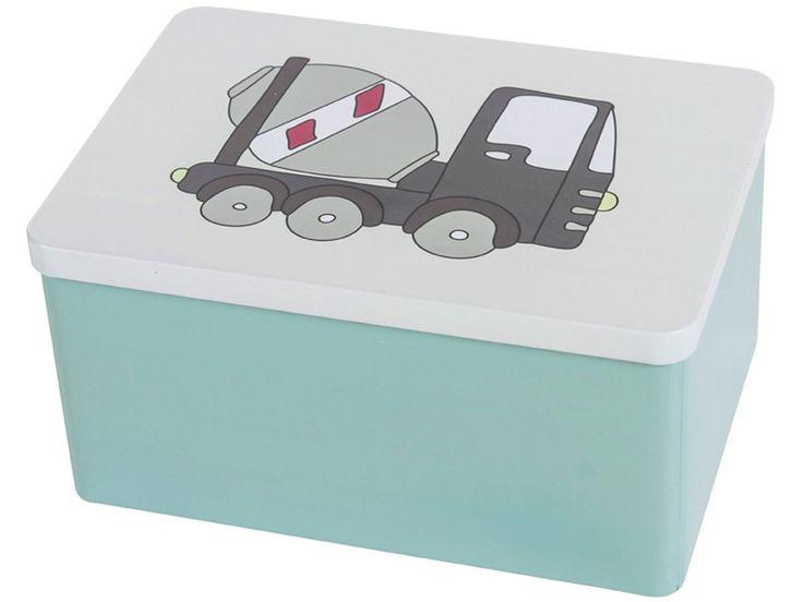 Stabile Metallbox von Sebra mit Village Boy Aufdruck. Der Deckel der Box zeigt einen Zementmischer-Lastwagen. Größe der Box: 20,5 x 15 x 10,8 cm.