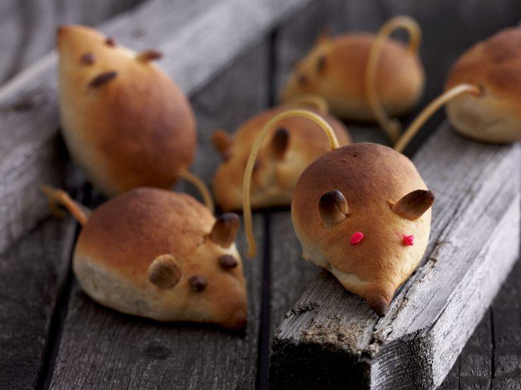 Hui mitä hiiriä! Nämä rouheat rotat säikyttelevät ruokapöydässä, mutta luvan kanssa. #halloween #leivonta #rotta