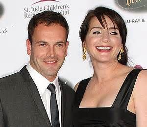 Jonny Lee Miller and wife Michele Hicks