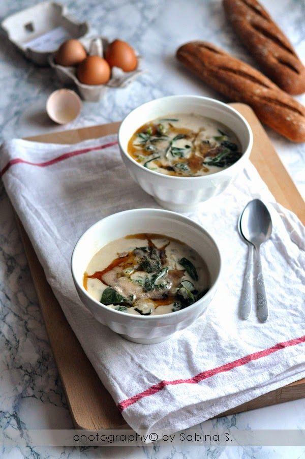 Due bionde in cucina: Zuppa di yogurt e spinaci con burro caramellato