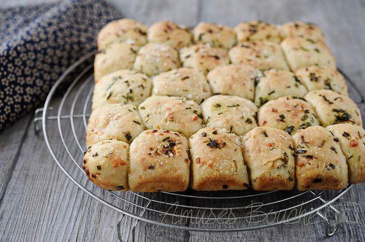 Voici une recette que j'ai réalisée pour les fêtes. Un pain à partager entre le Pull Apart bread au beurre d'ail et parmesan et une brioche butchy version salée. Elle m'a été inspirée par toutes les recettes que l'on peut trouver sur Pinterest, j'aurai...