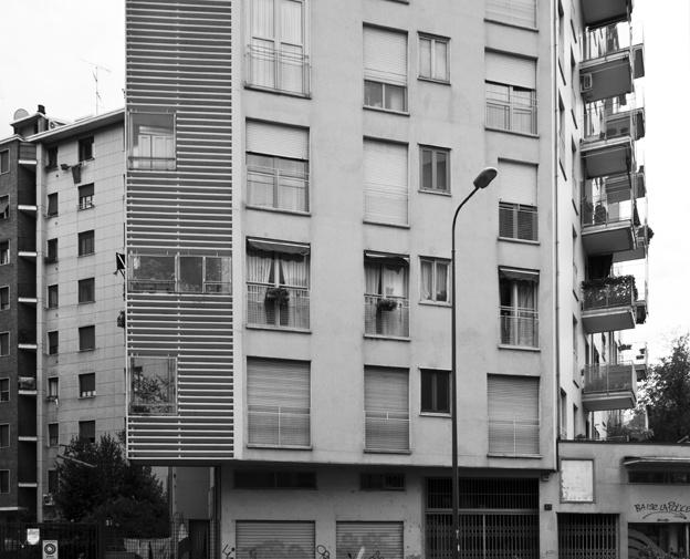 foto: 2012;  architetti: M. Asnago e C. Vender;  edificio residenziale e commerciale Viale Caterina da Forlì 40;  anno 1959