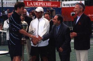 2001 : Victoire de Nicolas Mahut aux Internationaux de Tennis de la Ville de Bagnères: Ici en compagnie de Marc Gicquel, Jean Gachassin et Nelson Monfort