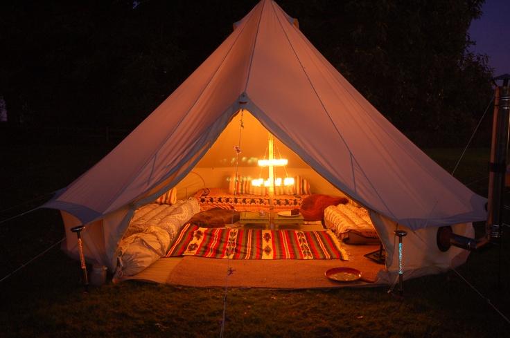 Night time, Bell Tent style. Zullen we maar meteen een extra grote bus aanschaffen voor onze glamping tripjes volgend jaar?