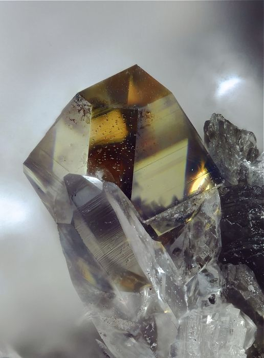 About The Metaphysical Properties Of Quartz Crystal Clusters