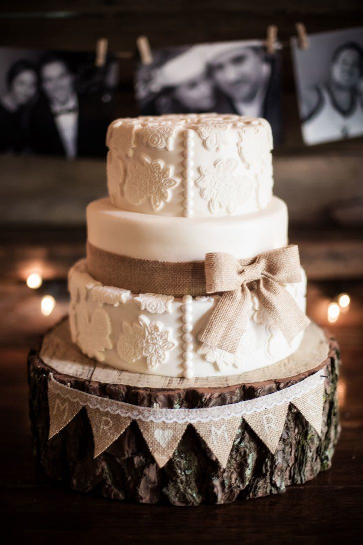 Pin for Later: These Hipster Wedding Cakes Are So Sweet Log Base and Burlap Bows A log base is the perfect place for this rustic cake with burlap bows to rest. Photo by Bonavita Photography via Style Me Pretty
