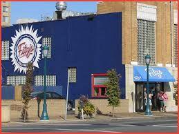 Fits'z es un restaurante en el Delmar Loop. Es muy famoso por la cerveza de raíz. La comida es bueno porque el helado es mejor.