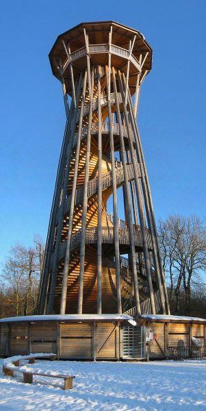 La tour de Sauvabelin de 35 mètres de haut au milieu d'un parc aux biches - Très jolie vue sur Lausanne du haut de ces 302 marches - check