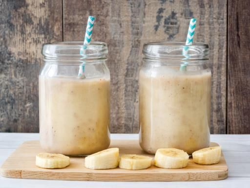 Smoothie banane cacahuètes : banane, beurre de cacahuètes, miel, lait