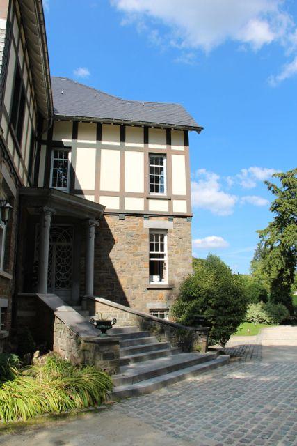 Hoteltipp für die Lütticher Ardennen: Stavelot liegt unweit des berühmten Badeortes Spa und der Rennstrecke Spa-Francorchamps und bietet im liebevoll geführten Romantik Hotel le Val d'Amblève ein kleines Paradies für Familien.