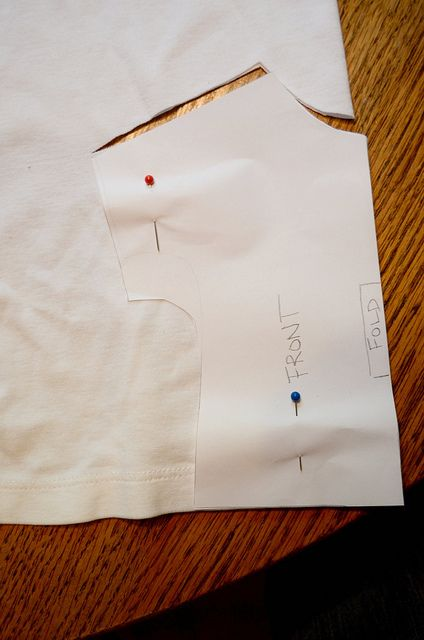New Green Mama: 18 inch doll t-shirt pattern & tutorial (this is one of my favorite patterns I have made a lot of shirts using this pattern. I have used this using cotton fabric but I alter pattern by adding some width since cotton doesn't stretch like jersey does - I have them pinned on my show and tell board)