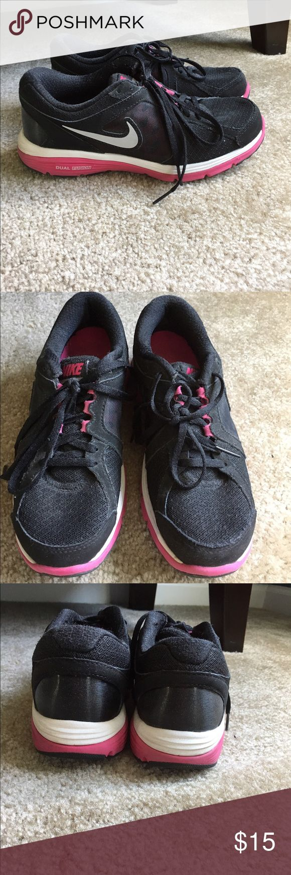 Nike Dual Fusion Run Size 6 Sneakers Black / Pink Nike Dual Fusion Run Size 6 Sneakers Used but good condition Black Hot Pink Smoke Free Home Nike Shoes Sneakers