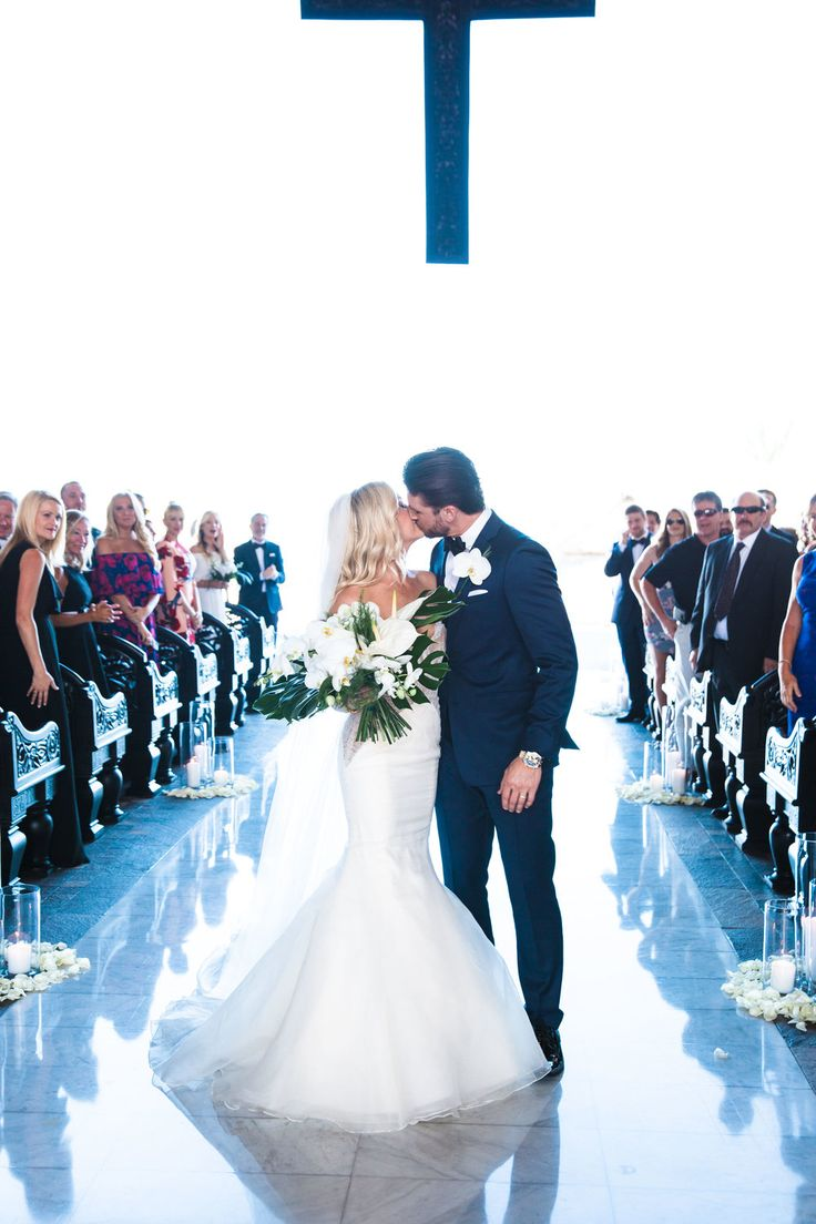 Wedding photo inspiration. First kiss picture from a destination wedding at Cabo Azul. Shot by Taylor Cole Photography #taylorcolephoto http://www.taylorcole.com/taylorcolephotoblog/2017/4/1/christina-thomas-cabo-azul-wedding