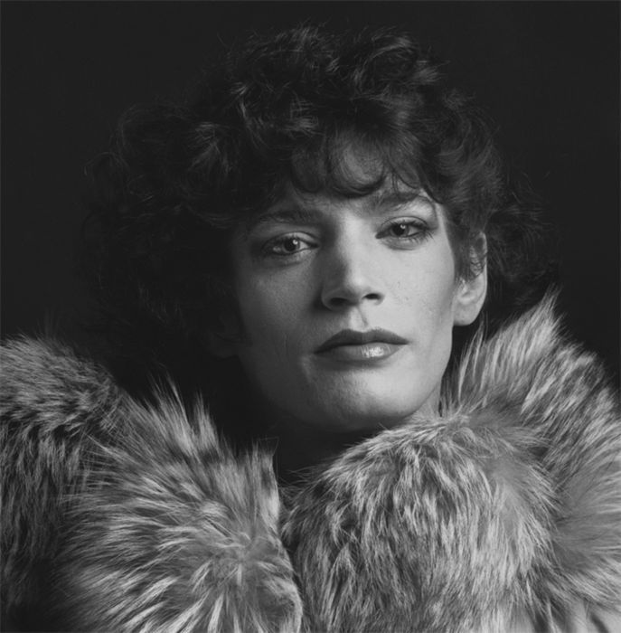 Robert Mapplethorpe, Self-portrait / visage / personnage / photoportrait / bleuminuit / maquillage / fourrure