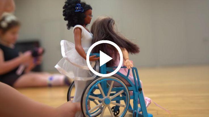 Ook het speelgoed heeft effect op het ideaalbeeld van kinderen. Zo zijn barbies voor meisjes vaak net grote voorbeeld van hoe ze later willen worden. Maar dit is vaak onrealistisch en het geeft kinderen een verkeerd beeld. Nu zijn er nieuwe barbie poppen ontworpen die een veel realistischer beeld geven aan kinderen. Dit gaat dan over littekens, tatoeages en zelfs ook een rolstoel.