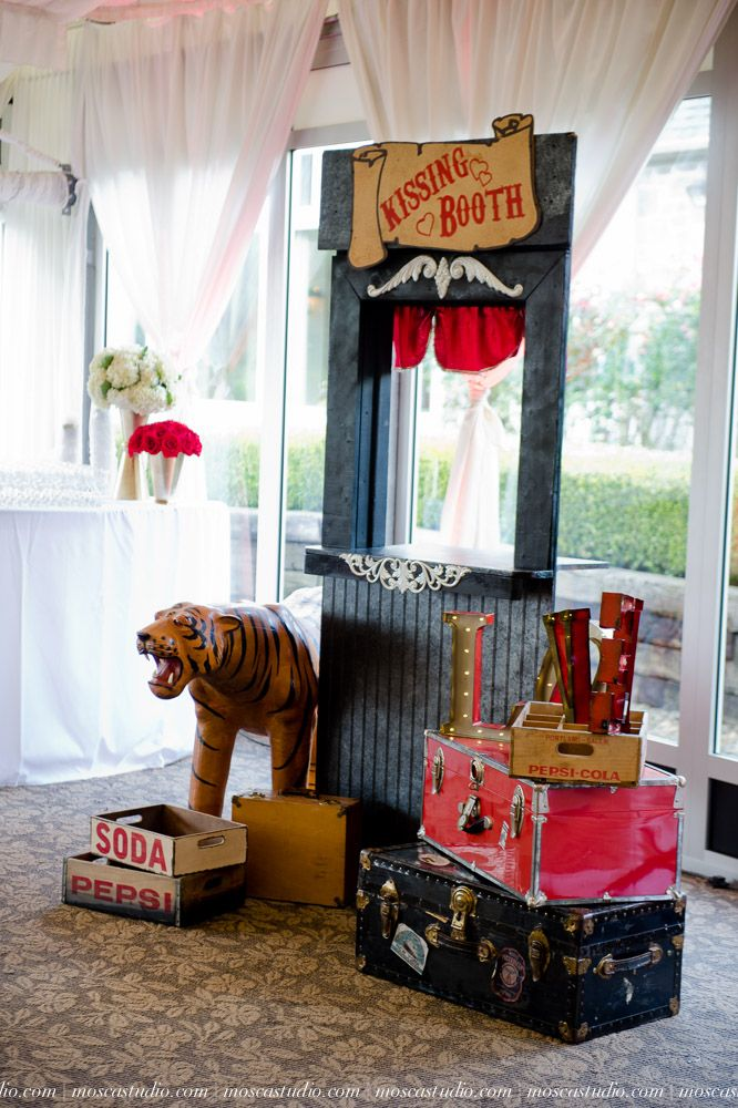 Best of Bride 2014 Party: Whimsical Vintage Carnival Decor | Bridal and Wedding Planning Resource for Oregon Weddings | Oregon Bride Magazin... www.oregeongc.com