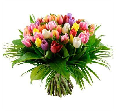 Prachtig gemengd voorjaarsboeket met tulpen