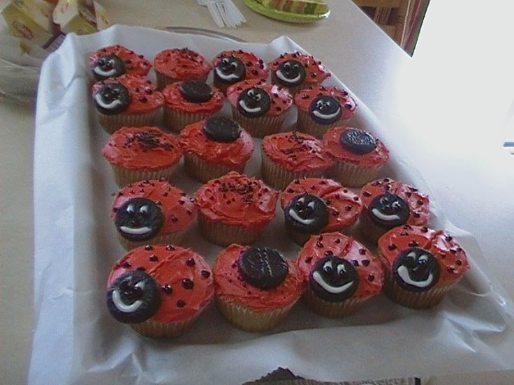 http://cupcakestakethecake.blogspot.com/2012/03/smiling-strawberry-ladybug-cupcakes.html