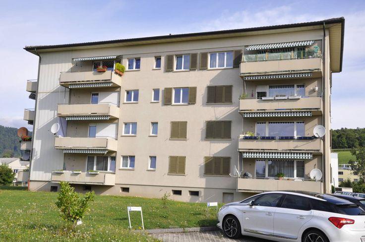 4-Zimmerwohnung mit Balkon  Wir vermieten ab 15. März 2016 oder nach Vereinbarung eine günstige 4-Zimmerwohnung im 3. OG.  - ruhiges Wohnquartier - sonniger Balkon - Wohnzimmer mit Parkettboden - Schlaf-/Kinderzimmer mit PVC-Boden - Estrich und Kellerabteil  Hinweis:  Ein Parkplatz steht nicht zur Verfügung.
