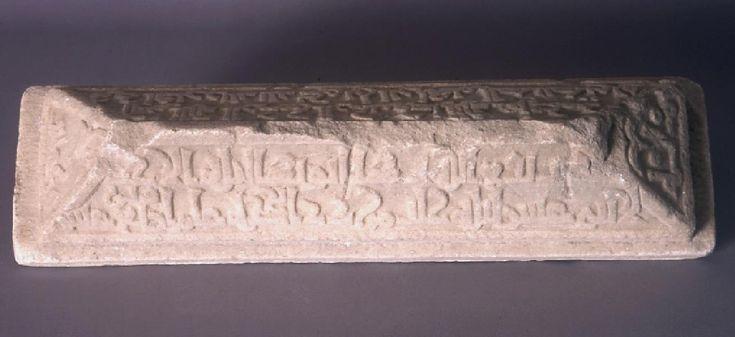 Este es el sepulcro de Ihwirar, liberta de al-Ali bi-Ilah, 1062 0452 (452 H.)  Época Taifa. Almería.