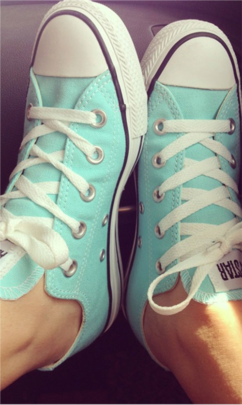 Love thes mint green shoes convers ☺