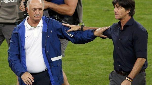 Luiz Felipe Scolari wiedział co Joachim Loew robi z rękami • Scolari wiedział jak się zabezpieczyć • Zobacz śmieszne memy z Loewem >> #low #football #soccer #sports #pilkanozna