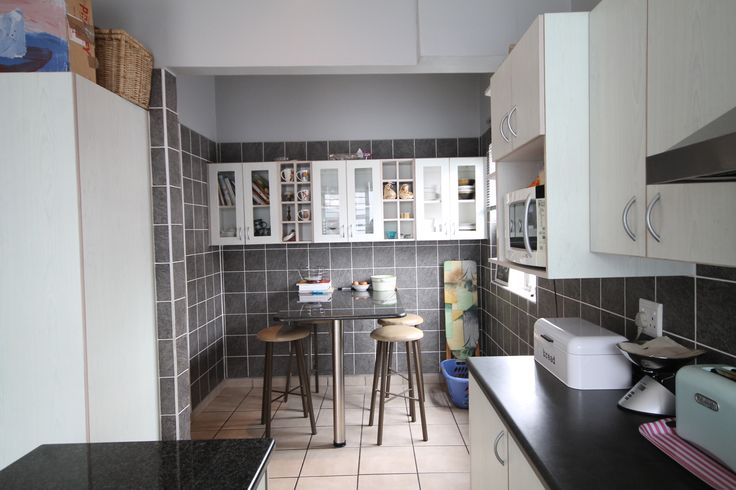 This 3 bedroomed family residence is close to the beach and is located in a peaceful street. Offering undercover patio, built in braai, sparkling swimming pool and a granite topped ktichen. Unfinished 1 bedroomed granny flat to assist with the bond.  3 Bedrooms | 1 Bathroom Price: R 1,350,000   Website Ref #: 87195  www.jawitz.co.za #houseforsale #house #home #eastlondon