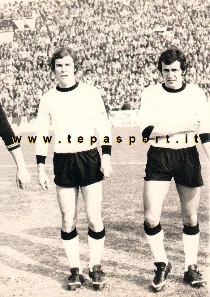 Tantissimi auguri al mitico Giampiero Ceccarelli  (Cesena, 22 aprile 1948)  Gioca tutta la carriera nell' A.C. Cesena Pagina Ufficiale dal 15 gennaio 1967, data dell'esordio contro la Carrarese, fino al 1985.  Per questo entra di diritto non solo nella storia della squadra, ma anche nella storia del calcio italiano, disputando 19 tornei nei professionisti e 520 partite di campionato (146 in A, 343 in B, 31 in C), più 69 partite di Coppa Italia e 2 di Coppa UEFA, per un totale di 591 partite…
