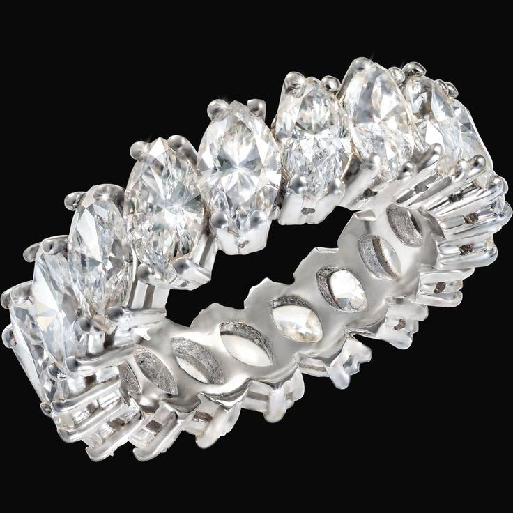 VERA I Frammenti di luce I / Fragments of light I Anello in oro bianco con diamanti taglio marquise 6,35 ct. / White gold ring with marquise cut diamonds 6,35 cts.