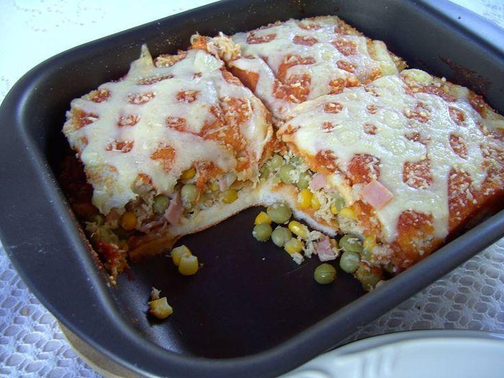 INGREDIENTES  Massa: 8 fatias de pão de forma (sem as bordas) Recheio: 200 g de peito de frango, cortado em pedaços ½ lata de milho cozido no vapor ½ lata de ervilha 100 g de