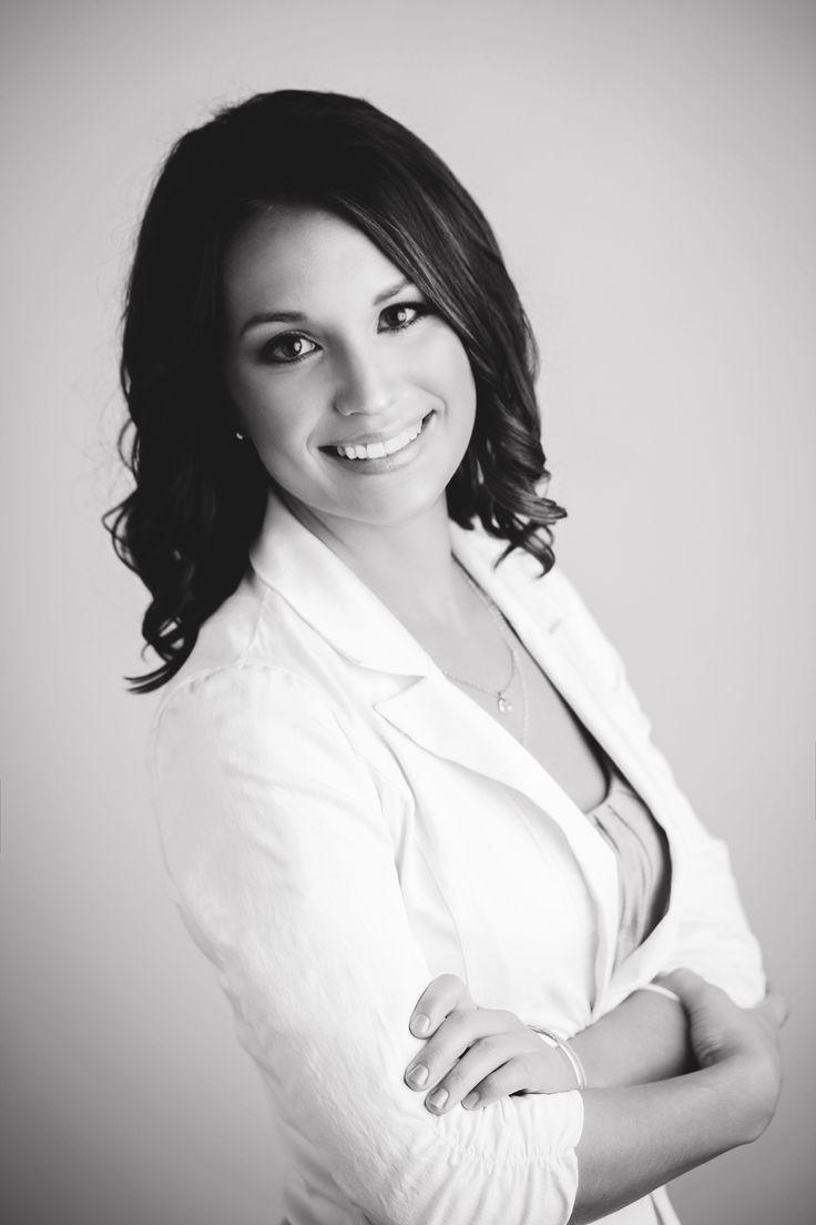 professional female headshot - Mandy McEwen