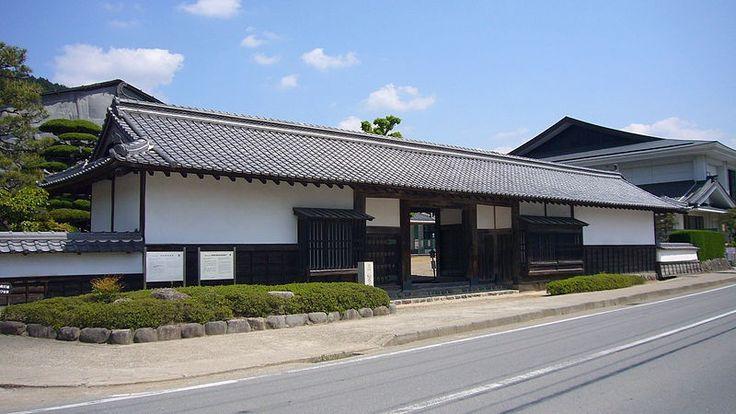 武家屋敷の長屋門(柏原藩織田家旧邸)