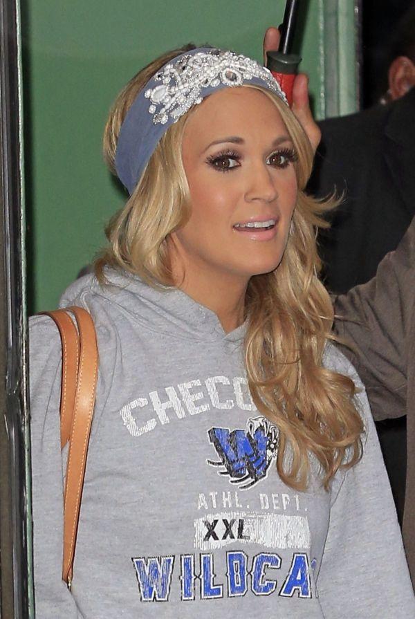 Carrie Underwood - cute headband thing