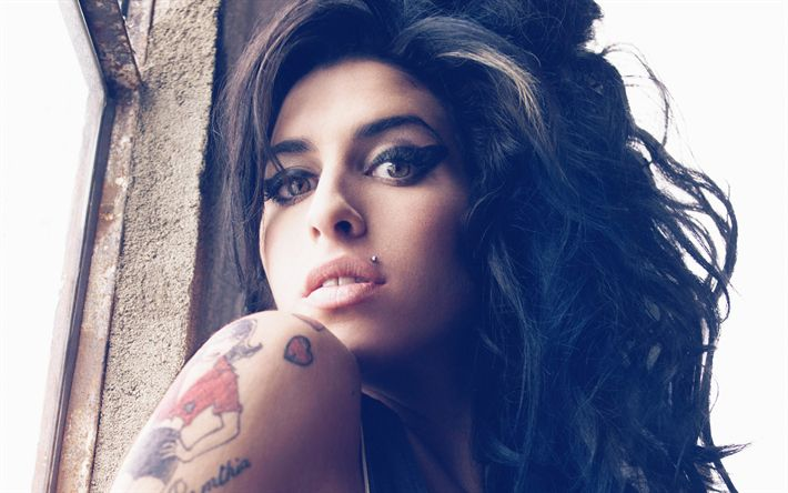 Hämta bilder Amy Winehouse, Brittisk sångerska, porträtt, tatueringar, brunett, vacker kvinna
