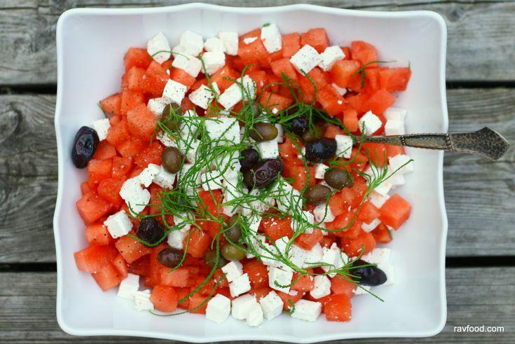 Vandmelonsæsonen er ved at være slut – og denne salat spiste vi da også for en del uger siden som tilbehør til noget grillmad. Helt slut er det dog ikke – vejret er stadig lunt og jeg s…