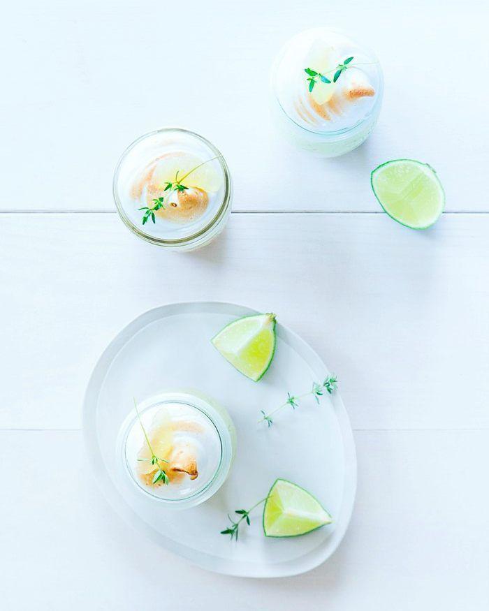 { NEW POST } Et si on revisitait nos classiques ? Tarte citron vert - basilic en bocal. La recette sur le blog !  Et en exclu pour vous une visite de mon nouveau placard de stylisme sur Snapshat fraiseetbasilic