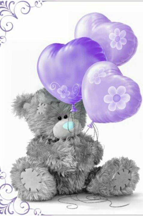 Dieser niedliche Teddy ist zum Knuddeln perfekt.