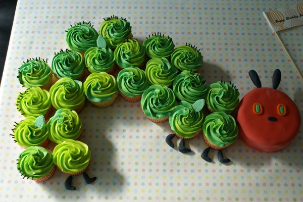 The very hungry caterpillar: Idea, Hungrycaterpillar, Kids Birthday, Birthday Parties, First Birthday, Hungry Caterpillar, Caterpillar Cupcakes, 1St Birthday Cakes, Cupcakes Cakes