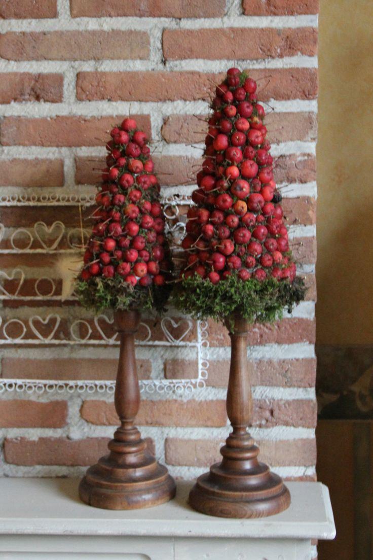 appelboompjes op de schouw  Christmas decorations