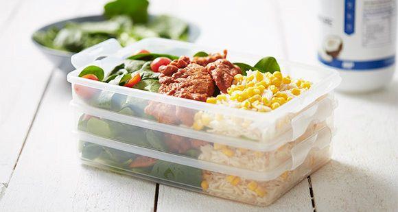 15 minuten meal prep   BBQ kip & RijstBy MrProteinHou altijd voldoende maaltijden in je koelkast, zodat je nooit de nood voelt om ongezond te eten. Onze bbq kip met rijst neemt minder dan 15 minuten in beslag en is een droom om te eten Porties: 3 portiesBereidingstijd: 10 MinutenKooktijd: 15 MinutenWachttijd: 5 MinutenIngrediënten1 el …