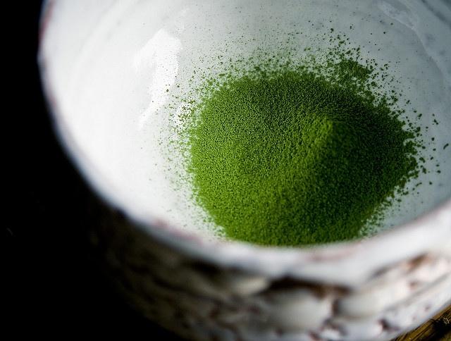 matcha powder (Wakamatsu-no-mukashi)  in chawan, hagiyaki by Shibuya Deishi