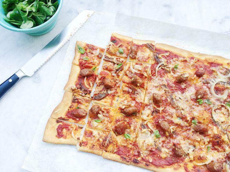Bij dit recept voor plaatpizza heb ik mij laten inspireren door de lekkerste pizza die ik op Sicilië heb gegeten. Maar wel met makkelijke ingrediënten…….