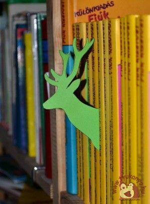 Könyvespolci jelölő szarvas - A szarvas orrára, ragaszthatunk egy piros kis orrot is, akkor Rudolf, a Mikulás segéde kukucskálhat le a könyvespolcunkról. - Nyomtatható mintával