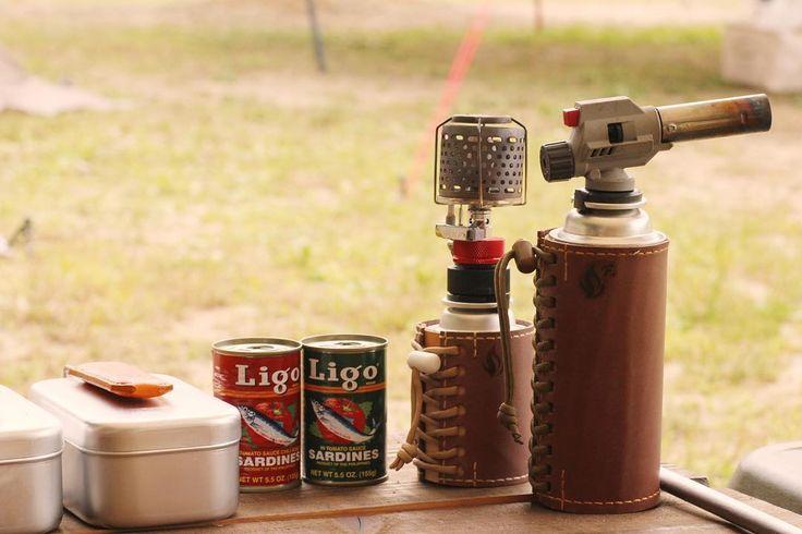 キャンプ前日の買い出しで見つけたサーディン缶  可愛さのあまりパケ買いしましたトマトソースとチリトマトペペロンチーノに絡めると美味しそうです . #キャンプ #サーディン缶 #スペイン産 #ガス缶カバー #cb缶カバー #メスティンハンドルカバー #ガスランタン #camp #messtin #sardines #leathercraft #handcrafted . もちろん今回のキャンプでは使ってない